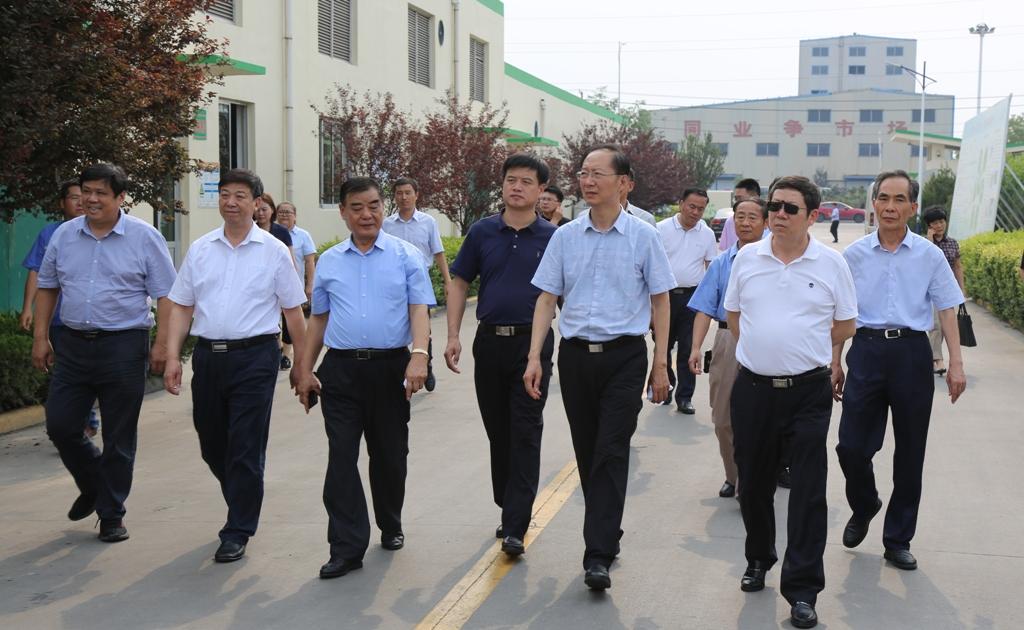 省政协副主席韩金峰来香驰调研