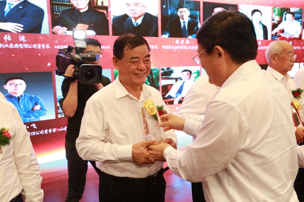 """董事长刘连民荣获滨州市优秀企业家""""金狮奖"""""""